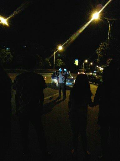 江都发生二轮摩托与出租车相撞交通事故 一人当场死亡